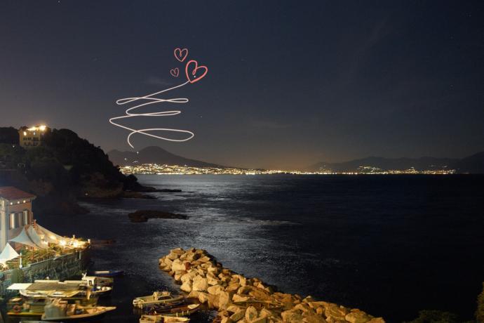 vue nocturne de la baie de Naples