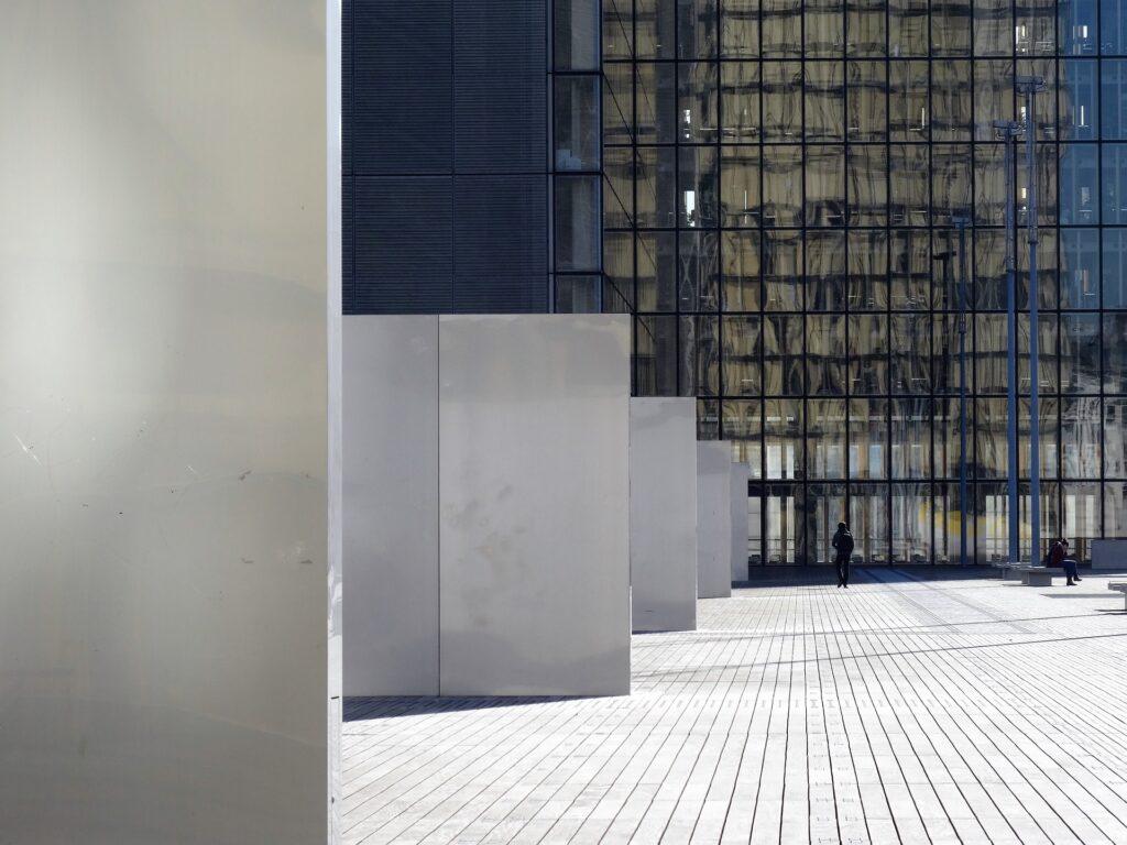"""Bibliothèque Nationale de France à Paris - parvis du site François Mitterrand - les tips d'un """"week-end studieux"""" - place plume"""