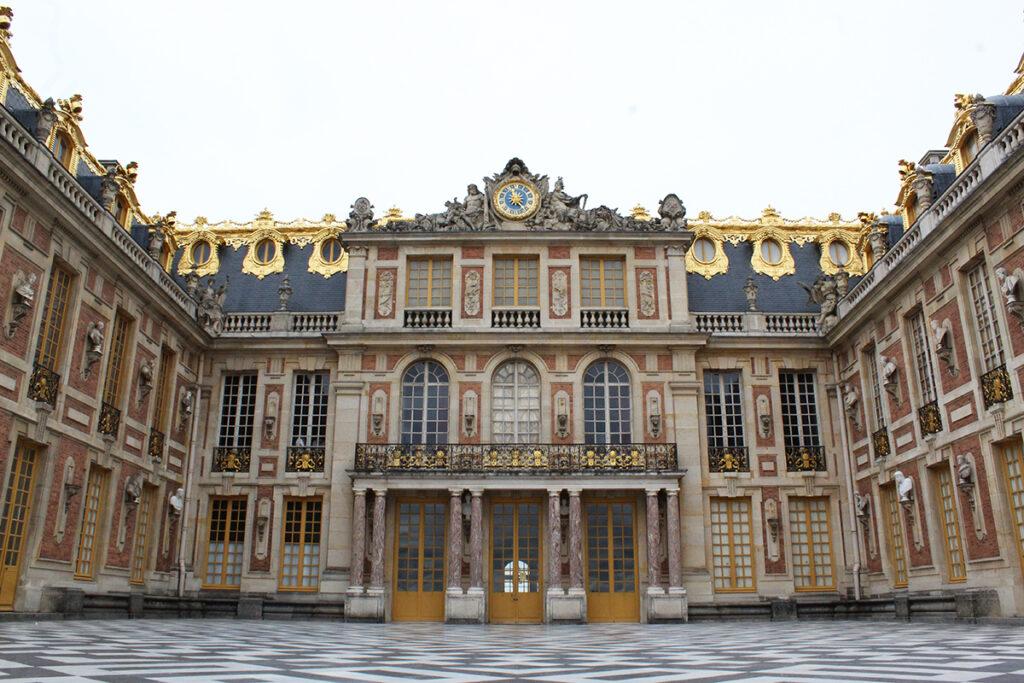 Château de Versailles - cour de marbre - par Agathe Moyet - Portrait de métier #6 – Chargée d'études documentaires et d'inventaire