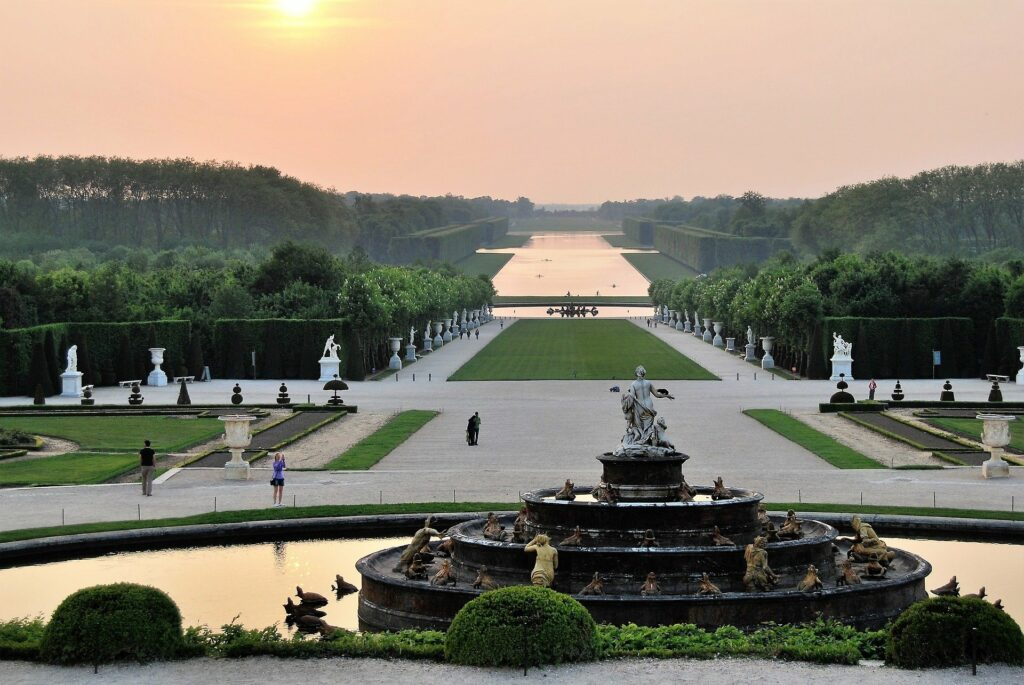Vue des jardins depuis le château de Versailles, par SumuLee (CC-BY-SA) - Portrait de métier #6 – Chargée d'études documentaires et d'inventaire